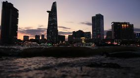 Nacht an veiw Ho Chi Minh Citys (Sai Gon) von Thu Thiem stock video