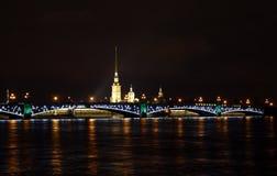 Nacht veiw van Heilige Petersburg Stock Foto's