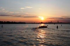 Nacht in Venetië en verbazende vakantie in Italië Stock Afbeelding
