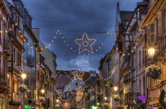 Nacht verzierte Straße im Winter in Colmar Stockfoto