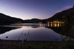 Nacht visserijavonturen Karper vistuigen Stock Fotografie