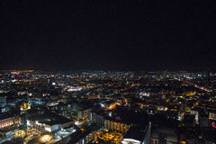 Nacht von Pattaya-Stadt von der Höhe des Vogelfluges stockfotografie