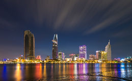 Nacht - Weekend - lange blootstelling - Ho Chi Minh City Stock Afbeeldingen