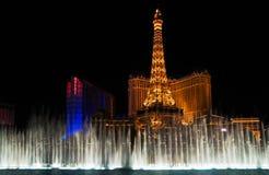 Nachtablichtung u. Wasserzeigen in Vegas lizenzfreie stockfotos