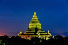 Nachtansicht über alte Pagode in Bagan Stockfotos