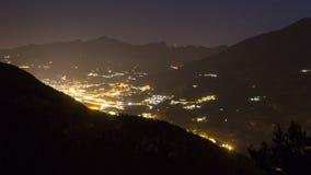 Nachtansicht über das Aostatal Stockfotos