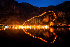 Nachtansicht über Kotor Stockfotos