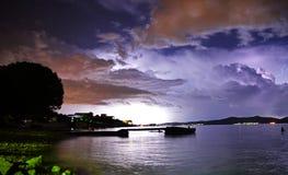 Nachtansicht über Sturm in Zadar-Stadt in Kroatien Lizenzfreies Stockfoto