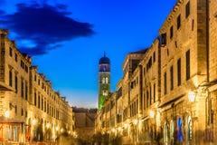 Nachtansicht bei Stradun, Dubrovnik lizenzfreie stockbilder