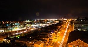 Nachtansicht der Bahnstation Stockbilder