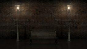 Nachtansicht der belichteten Backsteinmauer mit alter Straße Stockfotos