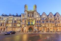 Nachtansicht der berühmten Wogen-Betriebsmittel, London, Vereinigtes Königreich stockbilder