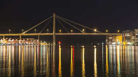 Nachtansicht der Brücke Stockbilder