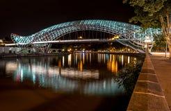 Nachtansicht der Brücke des Friedens Stockfotografie