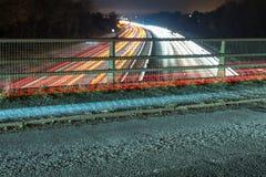 Nachtansicht der BRITISCHEN Autobahn-Landstraße Lizenzfreie Stockfotos