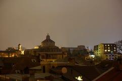 Nachtansicht der Haube Palatul Patriarhiei Stockfotos