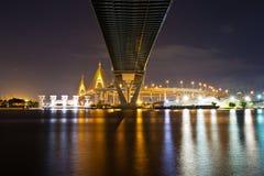 Nachtansicht der industriellen Straßenbrücke Bangkok Lizenzfreie Stockbilder