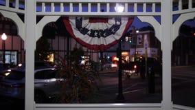 Nachtansicht der Kleinstadt USA und des Gazebo stock footage