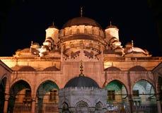 Nachtansicht der neuen Moschee Lizenzfreies Stockfoto