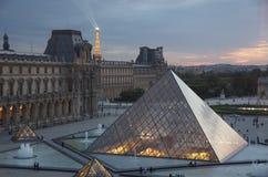 Nachtansicht der Paris-Grenzsteine Stockbilder