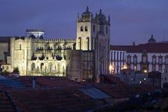 Nachtansicht der portugiesischen Kathedrale Se-Des Porto Lizenzfreie Stockbilder