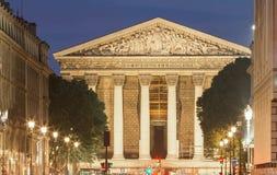 Nachtansicht der Römisch-katholischen Kirche Madelein, Paris Stockbilder