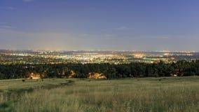 Nachtansicht der schönen Boulder-Stadt Stockbilder
