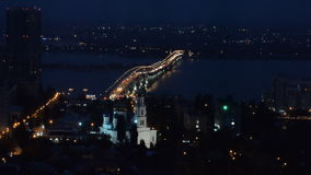 Nachtansicht der Stadt und der Brücke stock video footage