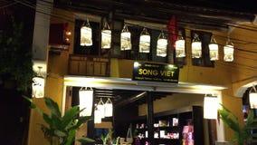 Nachtansicht der Straße in Hoi An Ancient-Stadt, Vietnam stock footage