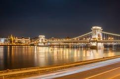 Nachtansicht der Szechenyi-Hängebrücke im Bupapest, Ungarn Lizenzfreies Stockbild