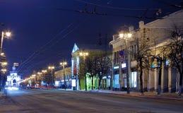 Nachtansicht der winterlichen Straße Stockbild