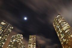 Nachtansicht der Wohnungen Stockfotografie
