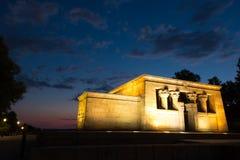 Nachtansicht des ägyptischen Monuments Templo de Debod, Madrid, Spanien stockbilder