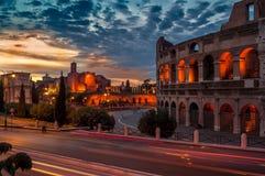 Nachtansicht des Colosseum Lizenzfreie Stockfotos