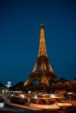 Nachtansicht des Eiffelturms Lizenzfreie Stockbilder