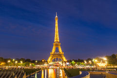 Nachtansicht des Eiffelturms Lizenzfreie Stockfotos