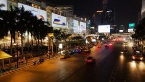 Nachtansicht des Einkaufszentrums in Bangkok Stockfotos