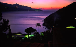Nachtansicht des forno Strandes stockbilder