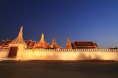 Nachtansicht des großartigen Palastes in Bangkok, Thailand. lizenzfreies stockbild