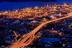 Nachtansicht des Hafens am Yantian Kanal Stockfotos