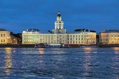 Nachtansicht des Kunstkamera in St Petersburg, Russland Stockfoto
