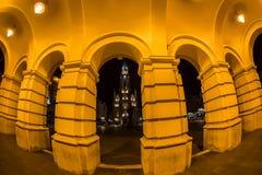 Nachtansicht des Liberty Squares und der Mary Churchs in Novi Sad, Se Lizenzfreies Stockfoto