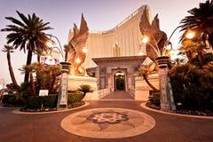 Nachtansicht des Mandalay-Schacht-Hotels in Las Vegas Stockfoto