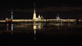 Nachtansicht des Peter und des Paul Fortresss, St Petersburg, Russi Stockbild