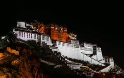Nachtansicht des Potala-Palasts lizenzfreies stockbild