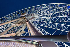 Nachtansicht für Riesenrad herein das Stadtzentrum von Gdansk Lizenzfreies Stockbild