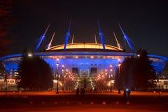 Nachtansicht neuen Stadions Fußball Zenit-Arena in St. Petersbur lizenzfreie stockfotos