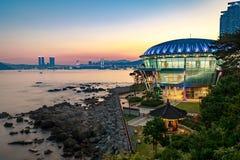 Nachtansicht an Nurimaru APEC-Haus in Dongbaekseom-Insel, Haeundae-Bezirk, Südkorea lizenzfreies stockfoto