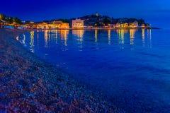 Nachtansicht an Primosten-Stadt, Kroatien Lizenzfreie Stockfotos
