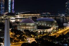 Nachtansicht Singapur-Stadtzentrum und -es ` s Esplanade-Theater auf lizenzfreies stockbild